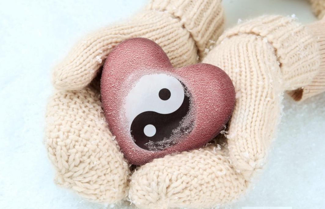 Logo coeur dans les mains